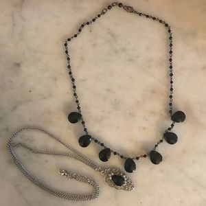 Lot of 2 necklaces